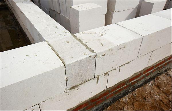 Чем хороши стены из газосиликатных и газобетонных блоков